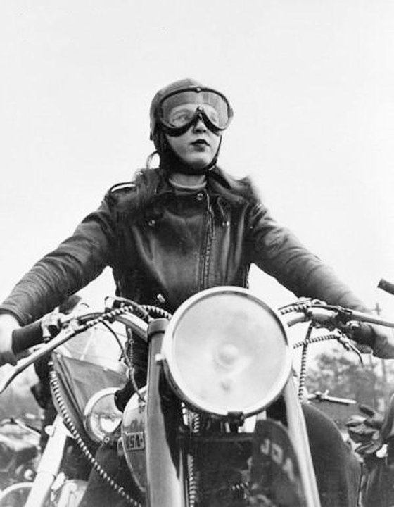 Vintage-motorcycle-girl-05